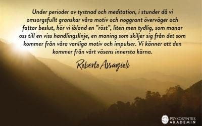 Under perioder av tystnad och meditation